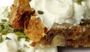 Statt Eiweißbrot lieber einen kalorienarmen und eiweißhaltigen Brotbelag wählen