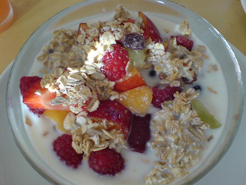 Leckere Früchte zum Frühstück liefern Energie für den Tag.