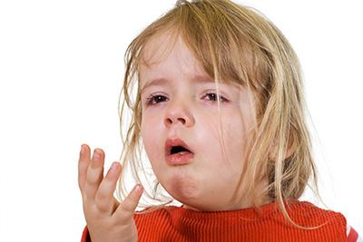Krupphusten löst häufig Panik bei Kind und Eltern aus, ist in der Regal aber nicht gefährlich.