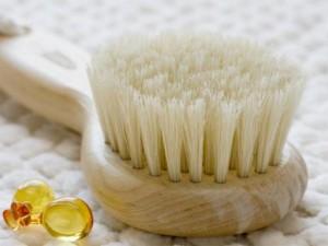 Bürstenmassage: zur Entspannung, Anregung der Durchblutung, gegen Cellulite und Hautunreinheiten *