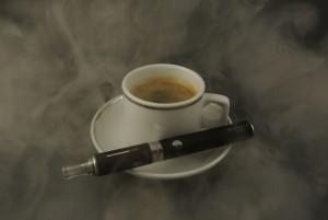 Kaffee und E-Zigarette - apotheken-wissen.de