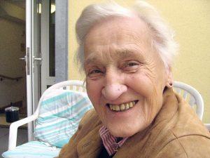 Im Rahmen der geriatrischen Reha lernen ältere Menschen, nach einer Erkrankung wieder mit ihrem normalen Leben fertig zu werden*