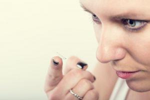 Kontaktlinsen einsetzen - apotheken-wissen.de