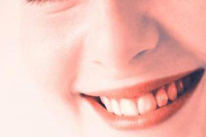 Weiße Zähne - apotheken-wissen.de