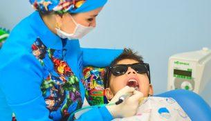 Kinderbehandlung beim Zahnarzt - apotheken-wissen.de